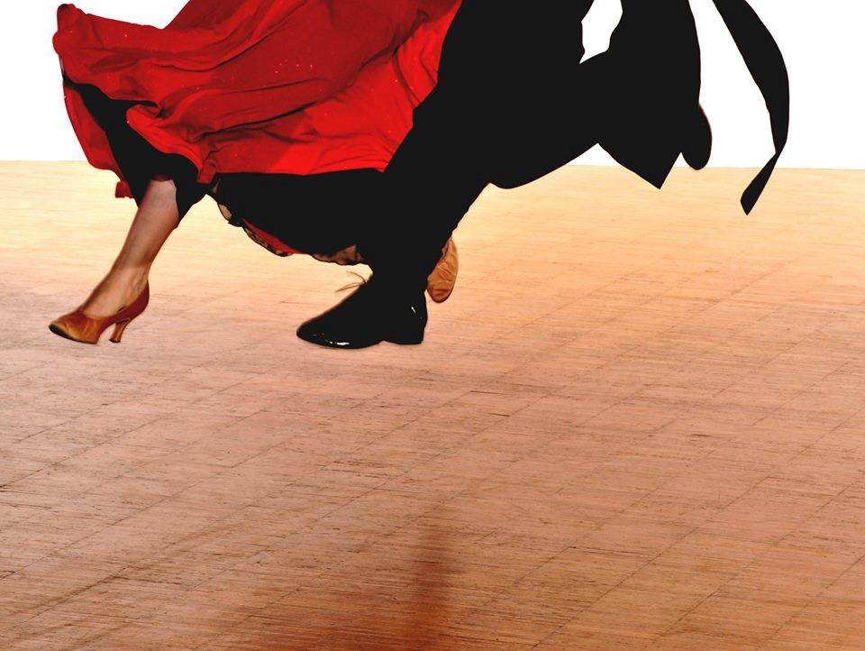 Komm Tanzen in den Seminarraum der Sargfabrik