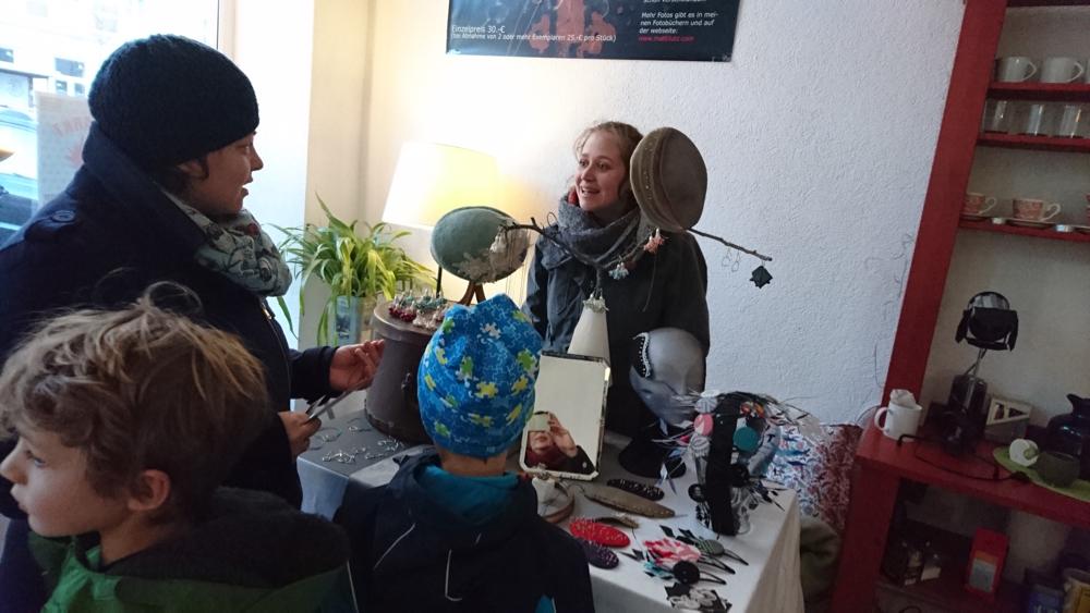 Hüte und Schmuck von Geraldine Massing