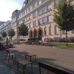 Neue Gestaltung des Vorplatzes der Volksschule Märzstraße